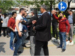 Öğretmenler silahla yaralanan meslektaşları için yürüdü