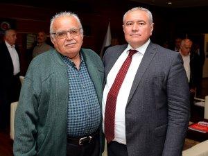 Başkan Çetin'i ilk babası kutladı