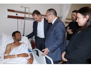 Siirt Valisi Atik yaralı korucuları ziyaret etti