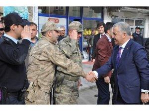 Bakan Arslan'dan belediye başkanının yakınlarına taziye ziyareti