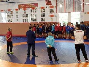 Musa Aydın'dan milli güreşçilere moral ziyareti