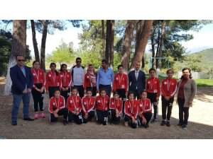 Köy okuluna alınan iki futbol topu yıldız kızları şampiyon yaptı