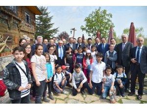 Bakan Özhaseki ve AK Partili Milletvekilleri Altınköy'de
