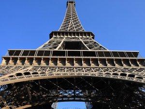 Eyfel Kulesi grev nedeniyle ziyarete kapatıldı
