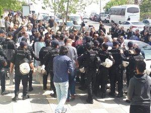 İzinsiz yürüyüş yapan KESK üyesi gruba polis müdahalesi