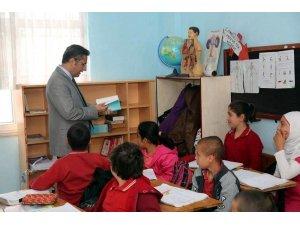 Akdeniz'den 'şehitler' adına başlatılan örnek projeye kitaplı destek
