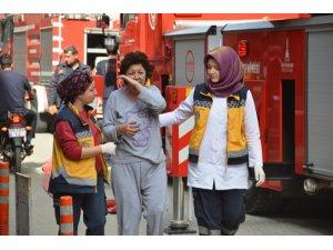 İzmir'deki ev yangını korkuttu