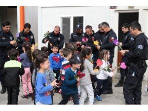 Kreş öğrencileri polis amcalarını unutmadı