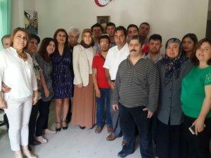 Beyhan Demirtaş, engellilerin eserlerini inceledi