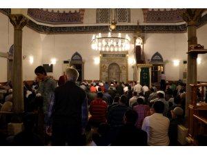 Antalyalılar Miraç Kandilinde camilere akın etti