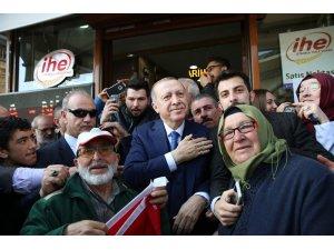 Cumhurbaşkanı Erdoğan, Beykoz'da şarküteriden alışveriş yaptı