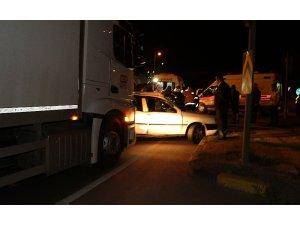 Kamyon ile otomobil çarpıştı: 5 yaralı