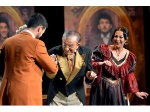 Karşıyaka'da 20 bin kişiye tiyatro şöleni