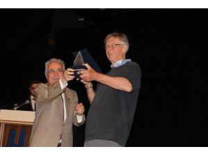 Nobel Ödüllü bilim adamı Tim Hunt, öğrencilerle tecrübelerini paylaştı