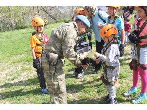 Çocuklar cep telefonu ve tabletten uzaklaşıp dağcılık sporuyla tanıştı