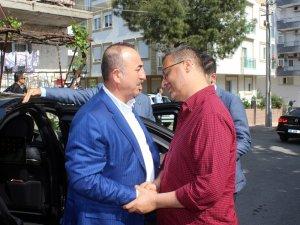 Bakan Çavuşoğlu'ndan, Cumhurbaşkanı Erdoğan'ın avukatı Ahmet Özel ve ailesine taziye ziyareti