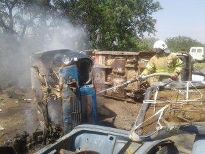 Çöplükte hurda araç yangını korkuttu