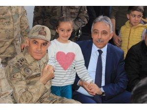 Jandarma Genel Komutanı Orgeneral Çetin, Hakkari esnafını ziyaret etti