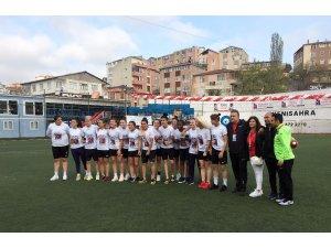 Şampiyon Ataşehir Belediyespor kupasını kavuştu