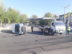Askeri personel taşıyan servis minibüsü devrildi: 5 yaralı