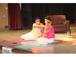 Kilis'te tiyatro oyununa yoğun ilgi