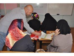 İnegöl'deki okuma yazma kurslarına yoğun ilgi