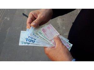 112 görevlisi ATM'de unutulan parayı polise teslim etti
