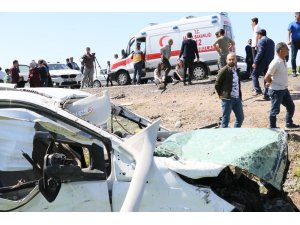 Diyarbakır'da feci kaza: 1 ölü, 13 yaralı
