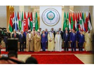 Arap Zirvesi Zahran'da başladı