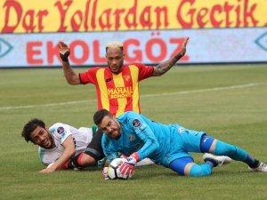 Spor Toto Süper Lig: Göztepe 0 - Bursaspor 0 (İlk yarı)