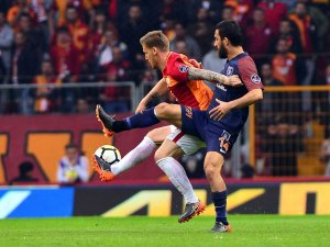 Spor Toto Süper Lig: Galatasaray: 0 - Medipol Başakşehir: 0 (İlk yarı)