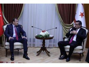 Hakan Çavuşoğlu, KKTC Başbakanı Erhürman ile bir araya geldi