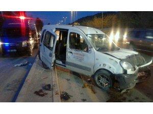 Başkent'te panelvan otomobile çarptı: 6 yaralı