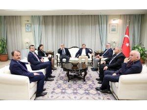 Hakan Çavuşoğlu, Lefkoşa Büyükelçiliğini ziyaret etti