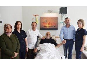 76 yaşındaki hastaya aynı anda 4 ameliyat birden yapıldı