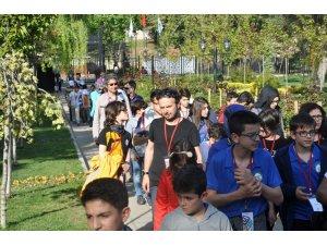 Çeşitli illerinden Bilecik'e gelen 250 öğrenci kentin tarihi ve kültürel mekanlarını gezdi