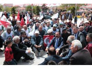 OHAL protestosu için Cacabey Meydanında oturma eylemi yaptılar