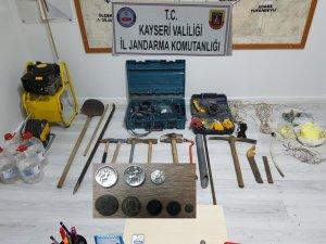 Kayseri'de izinsiz kazı yapan şahıslara operasyon: 9 gözaltı
