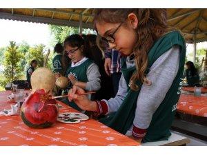 Öğrenciler su kabağı boyama ve tuval çalışmalarına başladı