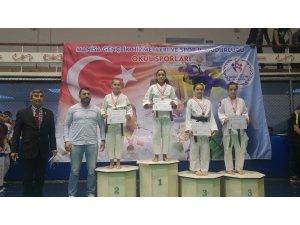 Yunusemre judoda da farkını ortaya koydu