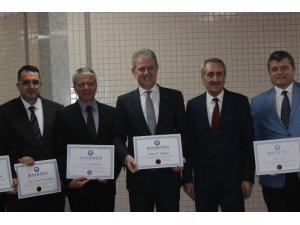 İZTO Başkanı Özgener ile üyeler mazbatalarını aldı