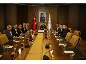 Bakan Osman Aşkın Bak, Trabzonspor yönetimini kabul etti