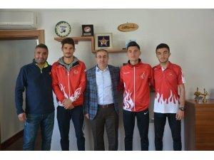 Dünya üçüncülüğü elde eden atletizm takımı Ünlüer'i ziyaret etti