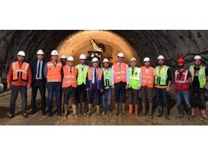 Honaz Tüneli'nde çalışmalar devam ediyor