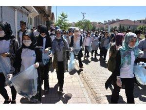 Kahta Fen Lisesi çevre temizliğine dikkat çekti