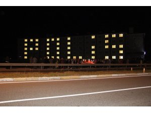 Yurt ışıkları polisler için yandı