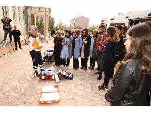 Bayburt Üniversitesi öğrencilerine uygulamalı eğitim ve seminer verildi
