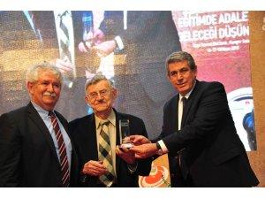 Köy Enstitüleri Onur Ödülü Korkut Boratav'a