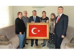 Vali Yazıcı şehit ailesini ziyaret etti