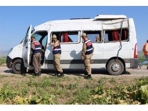 Amasya'da öğretmen ve öğrencileri taşıyan minibüs kaza yaptı: 10 yaralı